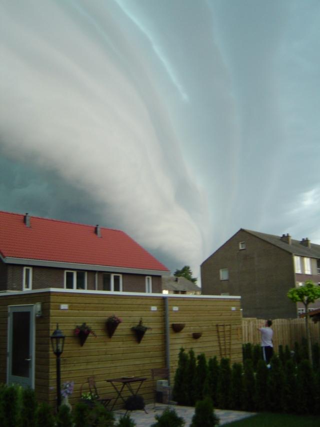 muur-van-donderwolken-1
