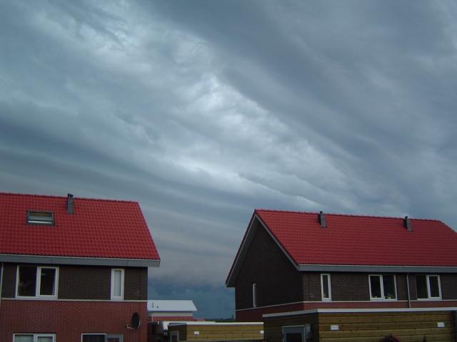 muur-van-donderwolken-2