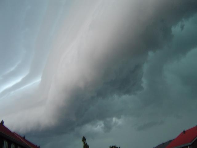 muur-van-donderwolken-3