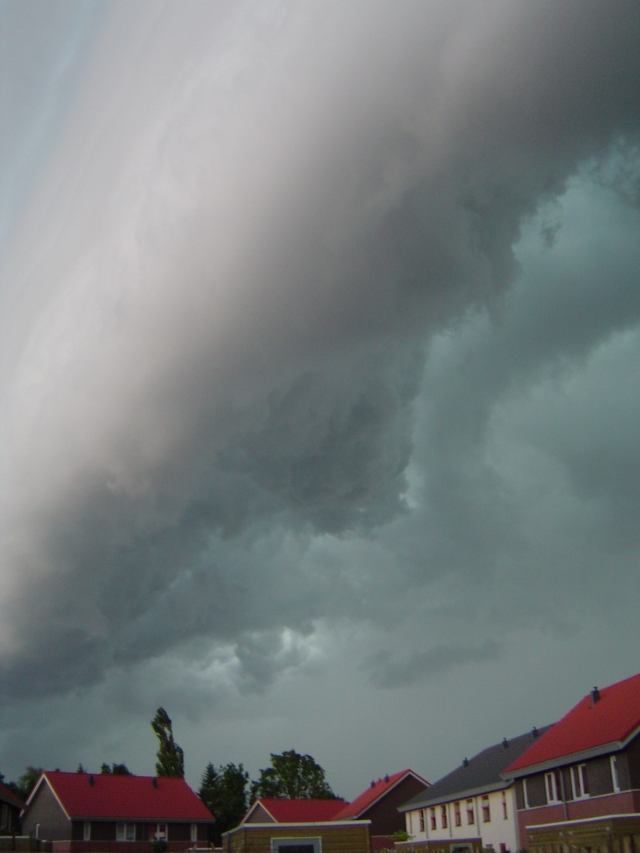 muur-van-donderwolken-4