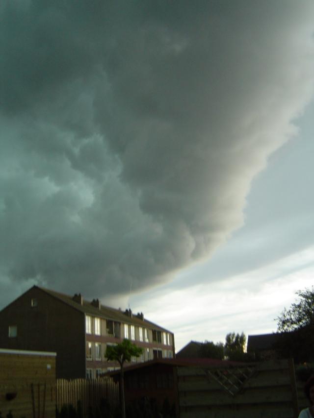 muur-van-donderwolken-5