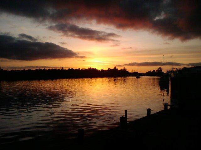 ondergaande zon met boot 1