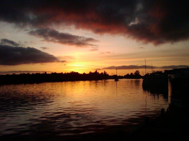 ondergaande zon met boot 2