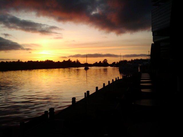 ondergaande zon met boot 3