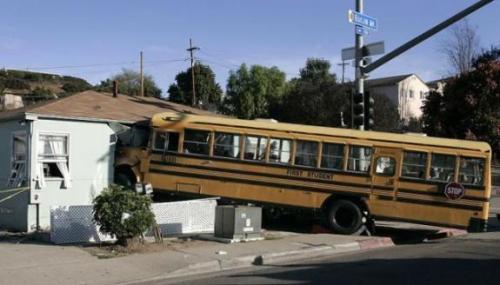oops-schoolbus-huis