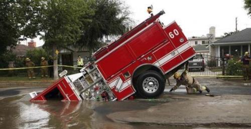 oops-brandweerwagen-zinkgat