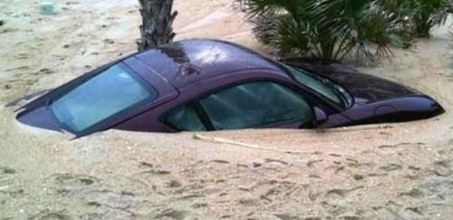 oops-parkeren-porsche-onder-sahara-zand