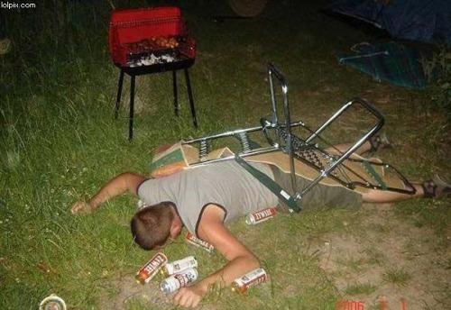 dronken-slapen-stoel