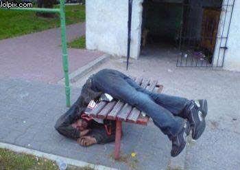 dronken-slapen-tafel