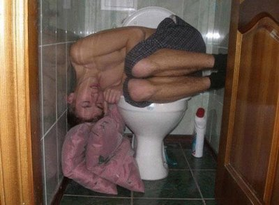 dronken-slapen-toilet
