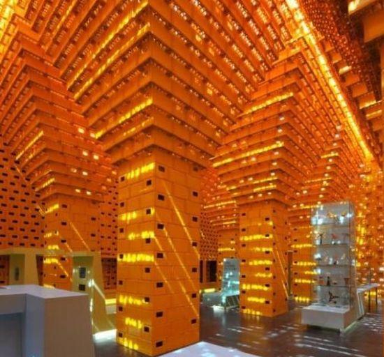 Voorkeur Paviljoen gemaakt van duizenden hergebruikte bierkratten (foto + @HA02